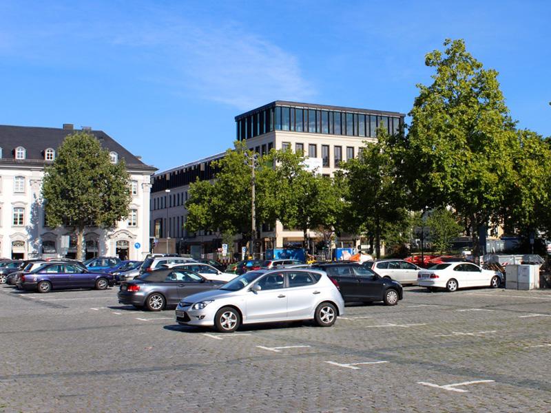 Öffentlicher Parkplatz auf der Fürther Freiheit